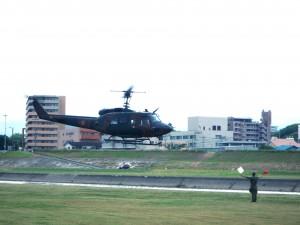 陸上自衛隊のヘリでの救助訓練の様子